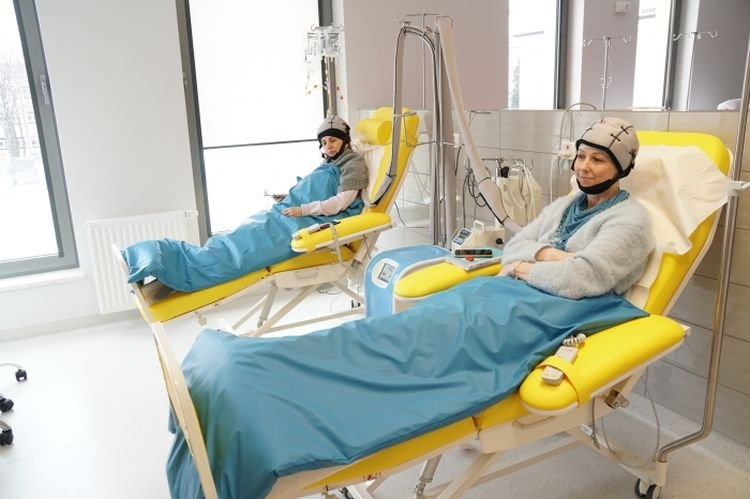 System chłodzenia skóry głowy PAXMAN podczas chemioterapii