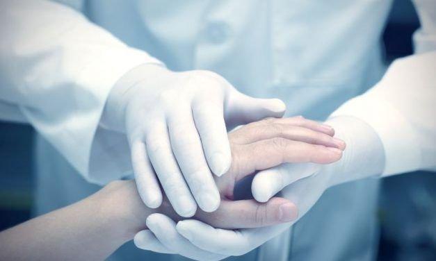 Jak okazać wsparcie bliskim, którzy chorują na nowotwór